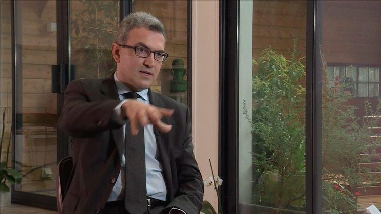 Le business du clan Chatillon décrit par Aymeric Chauprade (FRANCE 2 / FRANCETV INFO)