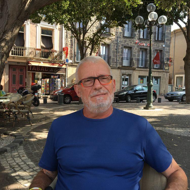 Patrick Gandoulas, lors de son interview à Agde (Hérault), le 29 août 2018. (CELINE DELBECQUE / FRANCEINFO)