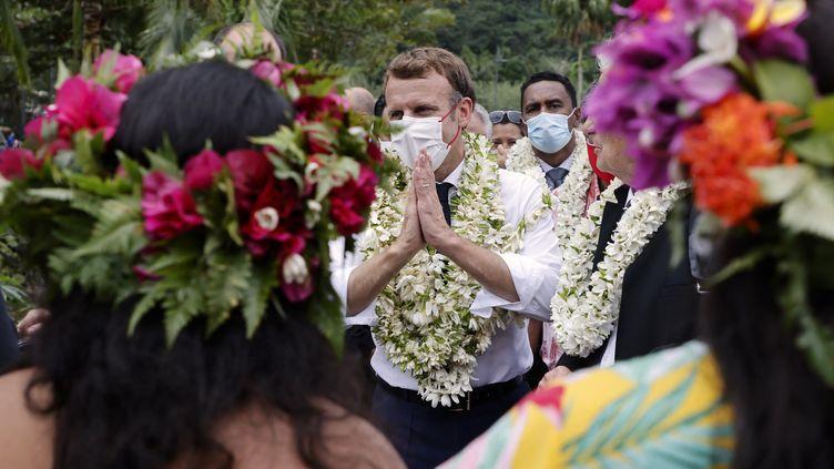 Emmanuel Macron lors de sa visite à Mo'Orea en Polynésie française, le 28 juillet 2021. (LUDOVIC MARIN / AFP)