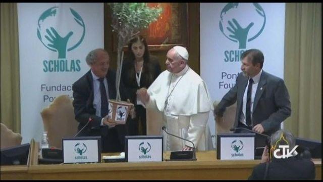 Clooney, Richard Gere, Salma Hayek, le pape François salue engagement des acteurs en faveur de l'éducation