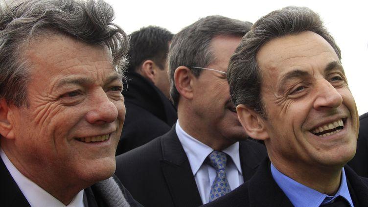 Jean-Louis Borloo et Nicolas Sarkozy lors d'un déplacement à Licourt, près d'Amiens (Somme), le 5 avril 2011. (PASCAL ROSSIGNOL / POOL)