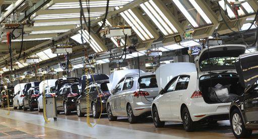 Dans une usine de Volkswagen à Wolfsburg (nord-ouest de l'Allemagne) (REUTERS - Fabian Bimmer)