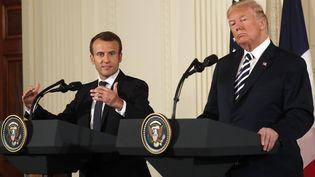 Emmanuel Macron et Donald Trump lors d'une conférence de presse commune à la Maison Blanche, à Washington, le 24 avril 2018. (KEVIN LAMARQUE / REUTERS)