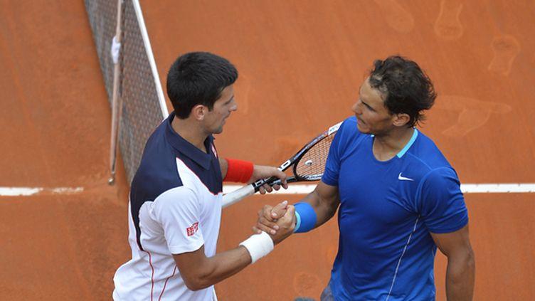 Novak Djokovic et Rafael Nadal, au terme de la finale du tournoi de Rome, remportée par le Serbe en mai 2014 (ANDREAS SOLARO / AFP)