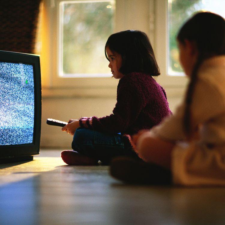 Avant 3 ans, la télé est fortement déconseillée. (GÉRARD LAUNET / MAXPPP)