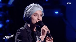 """La candidate de """"The Voice"""" Mennel Ibtissem, lors de l'émission du 3 février 2018, diffusée par TF1. (TF1)"""