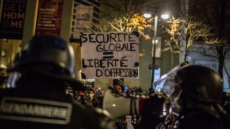 """Manifestation à Paris contre la loi """"sécurité globale"""", le 21 novembre 2020. (SADAK SOUICI / LE PICTORIUM / MAXPPP)"""