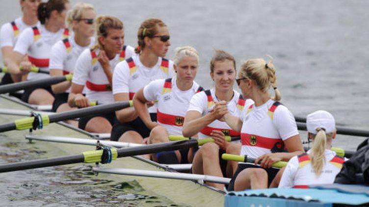 L'équipe féminine d'aviron allemande aux JO de Londres, le 31 juillet 2012.Nadja Drygalla est la quatrième en partant de la droite. (ARMANDO FRANCA / AP /SIPA )