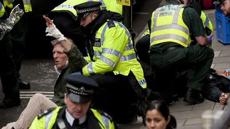 Une simulation d'attaque dans les rues de Londres. (BEN STANSALL / AFP)