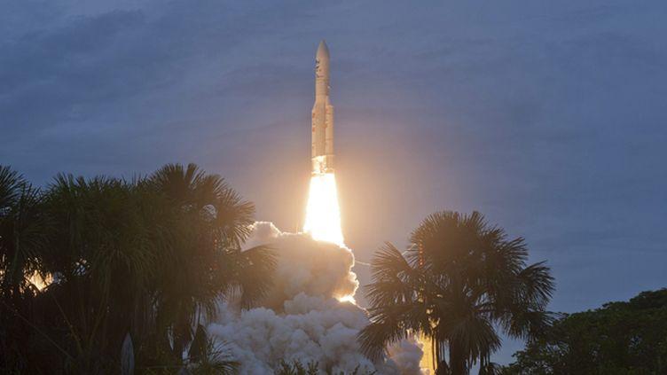 (La fusée Ariane 5, ici en mai 2015, a réussi jeudi son 70e lancement d'affilée © MaxPPP)