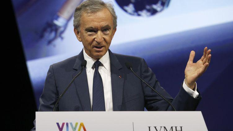 Bernard Arnault donne un discours, à Paris, le 16 juin 2017. (GEOFFROY VAN DER HASSELT / AFP)