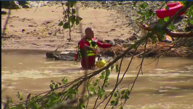 Inondations : les recherches se poursuivent dans le Gard pour retrouver deux personnes portées disparues (FRANCE 2)