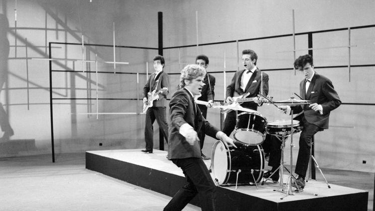 Eddy Mitchell et son groupe Les chaussettes noires le 30 octobre 1961 lors de l'enregistrrement de l'émission Discorama pour l'ORTF. (PHILIPPE BATAILLON / INA)