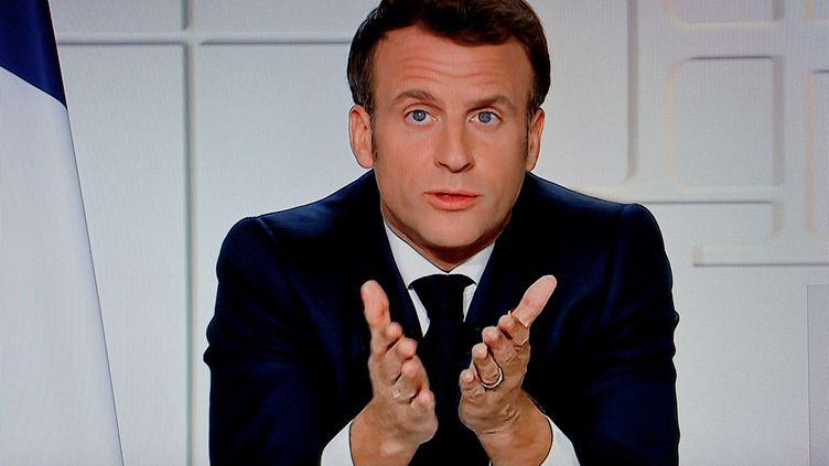 Emmanuel Macron, lors de son allocution télévisée du 1er avril 2021. (LUDOVIC MARIN / AFP)