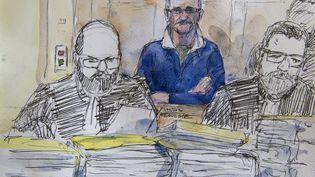 Dans ce dessin, Francis Heaulme assiste à son procès à Metz (Moselle), le 25 avril 2017. (BENOIT PEYRUCQ / AFP)