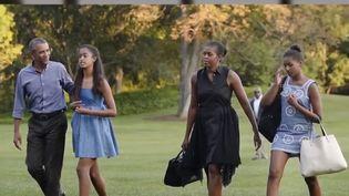 Vendredi 14 juin, les Obama sont arrivés en France pour leurs vacances. Ils ont choisi de s'installer dans une demeure de Villeneuve-lès-Avignon. (FRANCE 2)