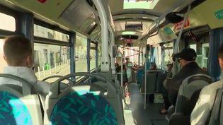 À Toulon, le confinement n'arrête pas la circulation des bus (France 3)