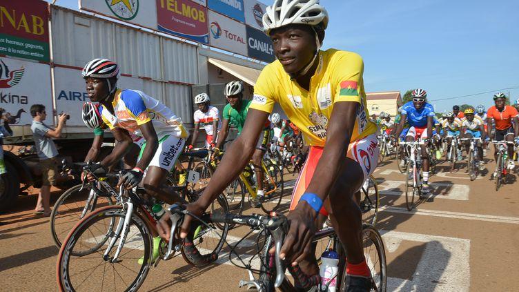 Des concurents du Tour du Faso en 2013 (AHMED OUOBA / AFP)