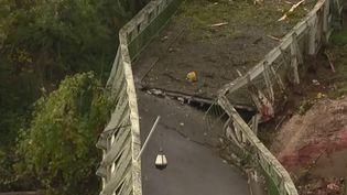 À Mirepoix-sur-Tarn, en Haute-Garonne, l'émotion est très vive après l'effondrement d'un pont suspendu lundi 18 novembre ? (FRANCE 2)