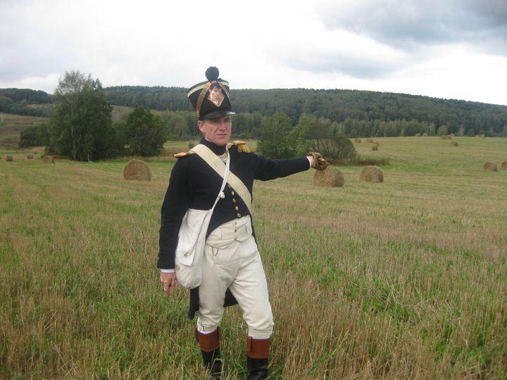 Henri Caporali en uniforme de capitaine du 18e régiment d'infanterie de ligne du Premier Empire, lors d'un voyage sur les traces de la bataille de Russie en 2012. (HENRI CAPORALI)