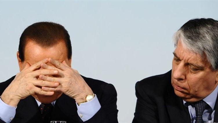 Silvio Berlusconi et son secrétaire d'Etat italien à la Famille, Carlo Giovanardi (à droite). (AFP)