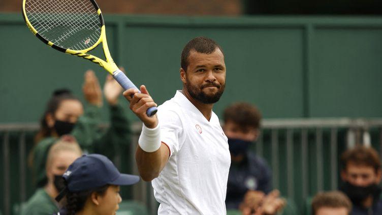 Jo-Wilfried Tsonga, ici lors de l'édition 2021 de Wimbledon, a déclaré forfait pour l'US Open, le 30 août 2021. (ADRIAN DENNIS / AFP)