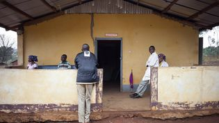 Le personnel infirmier fait une pause le 14 février 2018 à la maternité de Boali,en Centrafrique. (FLORENT VERGNES / AFP)