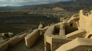 Le site autour des bouddhas de Bâmiyân, dynamités par les talibans en mars 2001. (MOHAMMAD ALI SHAIDA / AFP)
