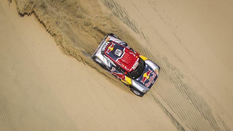 La voiture de Bryce Menzies lors de la 1re spéciale du Dakar 2018. (FLORENT GOODEN / DPPI MEDIA)