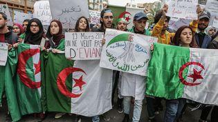 Marche contre le maintien au pouvoir du président Bouteflika le 19 mars à Alger. (FAROUK BATICHE / DPA / AFP)