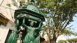 Une fontaine Wallace, dans le 5e arrondissement de Paris. (PHOTO12 / GILLES TARGAT / AFP)