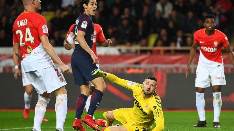 Edinson Cavani face à l'AS Monaco (ANNE-CHRISTINE POUJOULAT / AFP)