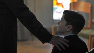 """Une scène de """"Grâce à Dieu""""  (Mars Films)"""