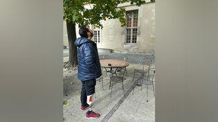 Djamel, 37 ans, blessé par balles, a perdu son pied lors des attentats du 13 novembre. (JÉRÔME JADOT / RADIO FRANCE)