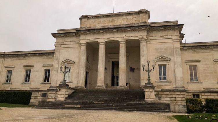 Le palais de Justice de Saintes (Charente-Maritime) où est jugé Joël Le Scouarnec. (MARGAUX STIVE / RADIO FRANCE)