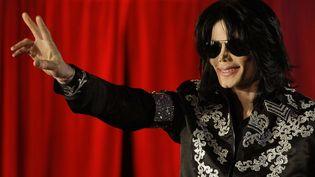 Michael Jackson devant les journalistes, le 5 mars 2009, à Londres (Royaume-Uni). (JOEL RYAN / AP / SIPA)
