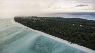 Vue aérienne de Juan de Nova, l'une des cinq îles Eparses dans l'océan Indien. C'est au large de ce territoire français qu'ont été menés des forages offshore. Photo prise le 9 avril 2014. (AFP - FRANCOIS LEPAGE / HANS LUCAS)