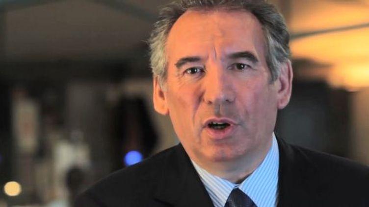 Capture d'écran de la vidéo de vœux de François Bayrou, mise en ligne par le MoDem le 30 décembre 2011. (CAPTURE D'ÉCRAN DAILYMOTION / FTVI)