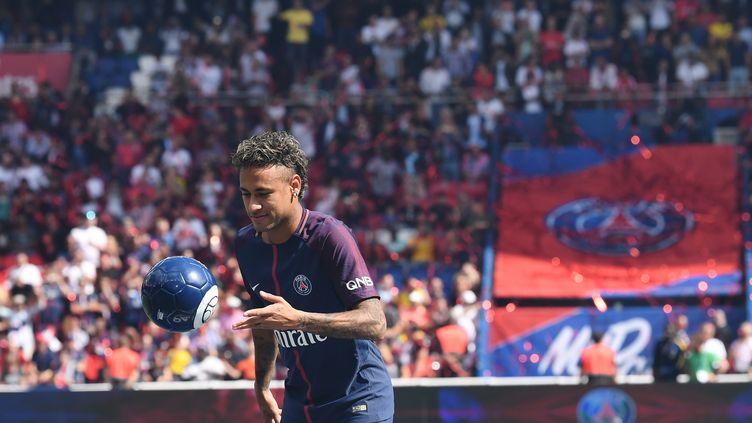 Quel tirage attend Neymar et les joueurs du PSG en Ligue des champions ? (ALAIN JOCARD / AFP)