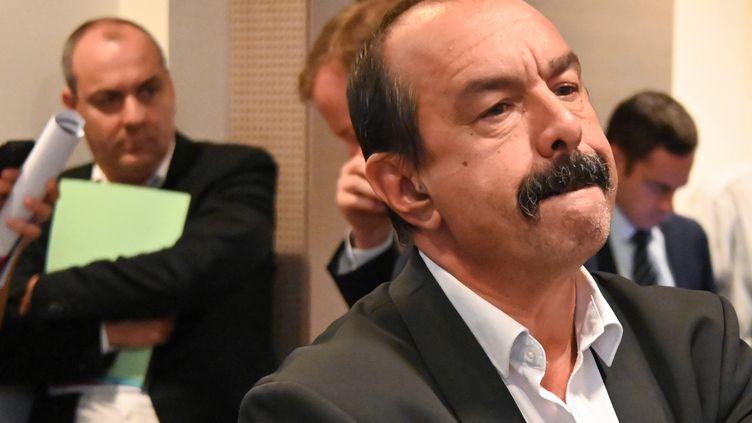 Philippe Martinez, secrétaire général de la CGT, et Laurent Berger, son homologue de la CFDT, assistent à une réunion gouvernementale à Paris le 18 juillet 2019 sur la réforme des retraites. (DOMINIQUE FAGET / AFP)