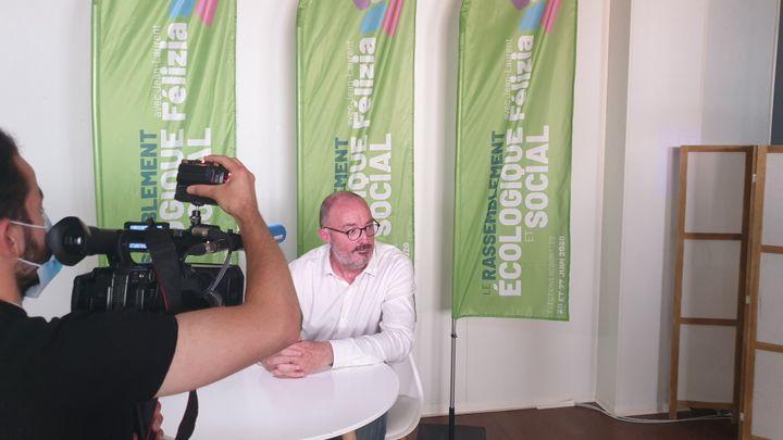 Jean-Laurent Félizia, le candidat écologiste au premier tour des élections régionales en Provence-Alpes-Côte d'Azur, à son siège de campagne à Marseille, le 22 juin 2021. (CHARLES-EDOUARD AMA KOFFI / FRANCEINFO)