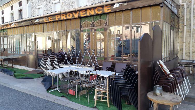 Un café restaurant à Lapalud, dans le Vaucluse (illustration). (PHILIPPE PAUPERT / RADIO FRANCE)