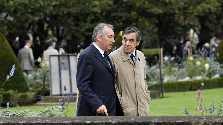 François Bayrou et François Fillon, le 19 septembre 2016 à Paris. (ERIC FEFERBERG / AFP)