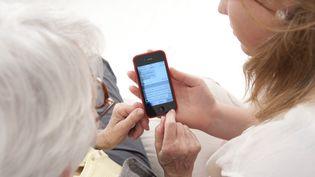 Les appels surtaxés peuvent coûter de 7 centimes à 3 euros l'appel (photo d'illustration). (MAY / BSIP / AFP)