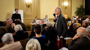 Une réunion organisée dans le cadre du grand débat national, le 13 février 2019 à Paris. (EDOUARD RICHARD / HANS LUCAS / AFP)