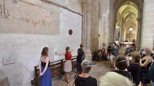 """Visite de l'abbatiale d'Ambronay, dans le cadre du spectacle """"Architectura"""" de Résonnance contemporaine, le 20 septembre 2020. (BERTRAND PICHENE)"""