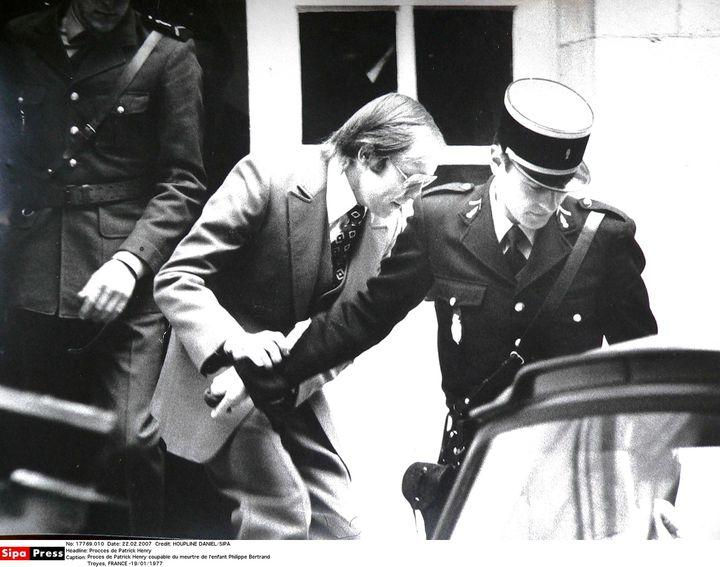 Patrick Henry sortant du tribunal de Troyes (Aube), le 19 janvier 1977, après avoir été condamné à la perpétuité. (HOUPLINE DANIEL / SIPA)