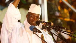L'ancien président gambien, Yahya Jammeh (aujourd'hui en exil)lors de la campagne pour sa réélection,à Banjul, le 29 novembre 2016, avant son échec au scrutin. (THIERRY GOUEGNON / REUTERS)
