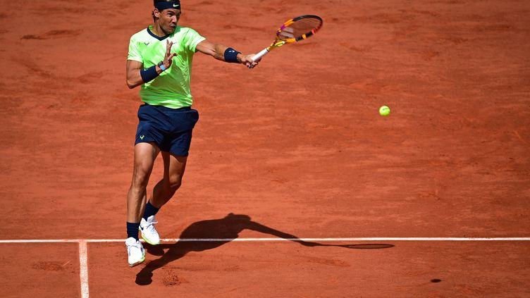 Rafael Nadallors du quart de finale de Roland-Garros face à Diego Schwartzman le 9 juin 2021. (MARTIN BUREAU / AFP)