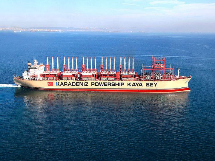 """Le """"Kaya Bey, l'un des 19 navires de la société turque Karpowership. (Karpowership)"""
